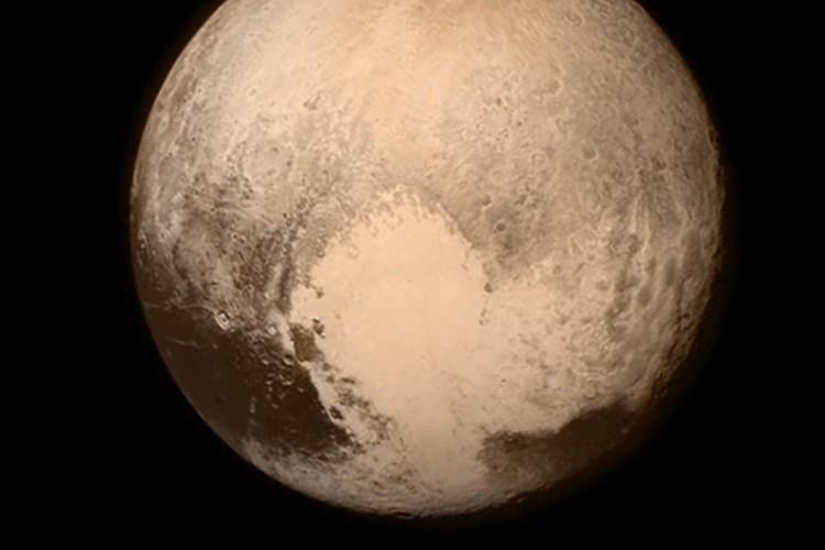 """【人類のロマン】冥王星に最接近!高解像度の""""ハート形模様""""をNASAが公開!"""