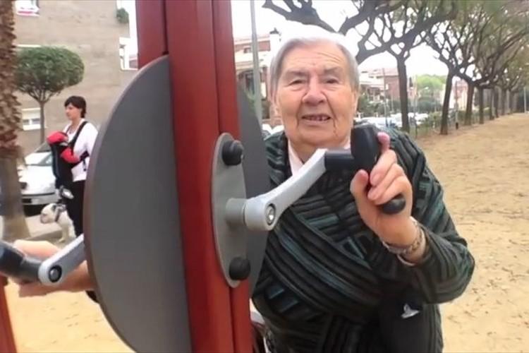 健康器具設置など、高齢者向けの公園が海外でも日本でも増加中!