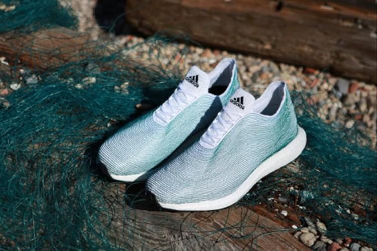 アディダスが海洋ゴミを利用したスニーカーを開発中!海洋ゴミ問題への注意喚起