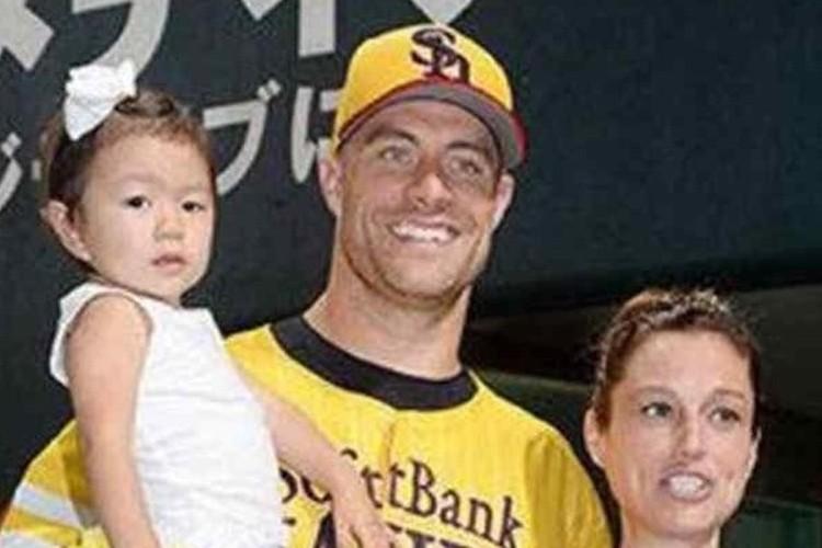 【多くの反響】ソフトバンクのスタンリッジ投手が、日本の女の子を養子に