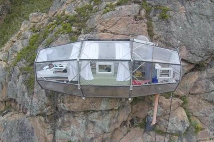 ペルーの断崖絶壁に張り付く、スリル満点のホテルに泊まりませんか?