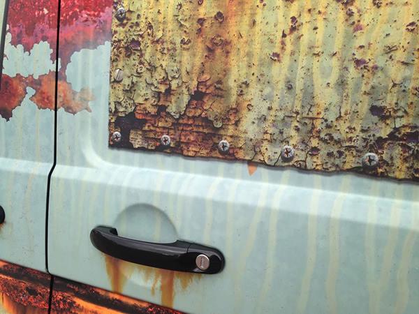 rusty-car-vinyl-wrap-vw-van-clyde-wraps-3r