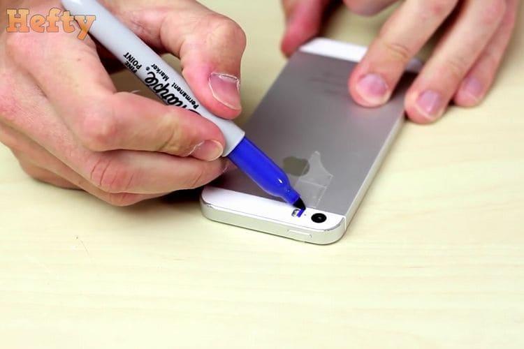 【簡単】誰にでもできるiPhoneをブラックライトにする方法!