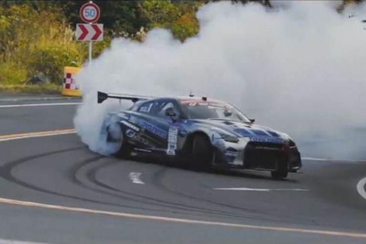 舞台は箱根!日本初となる公道レースが映画みたいな迫力でヤバすぎる
