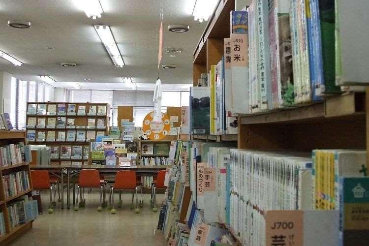 """「逃げ場所に図書館も思い出して」鎌倉市図書館が投稿した""""命を繋げるツイート""""が心にグッとくる"""