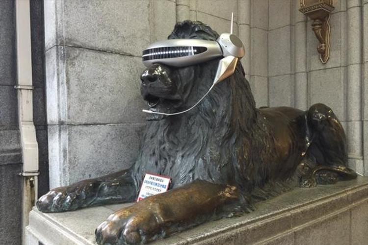 あれっ!?三越のライオン像がおかしなことになっているぞ!