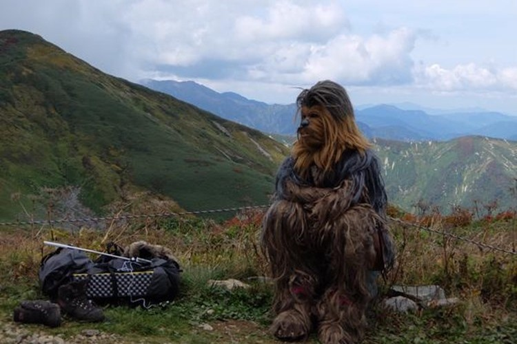 登山者の間で話題に!山々でダースベイダー、チューバッカが目撃される!?