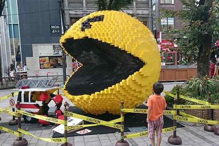 """巨大なパックマンが攻めてくるー!安心してくださいこれ""""レゴ""""ですから"""