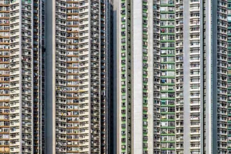 「香港の超過密住宅」「ポーランドの世界一細い家」狭すぎる部屋の暮らしが気になる