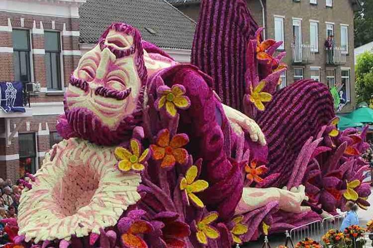 """オランダで行われている""""世界最大のフラワーパレード""""が凄すぎる!"""
