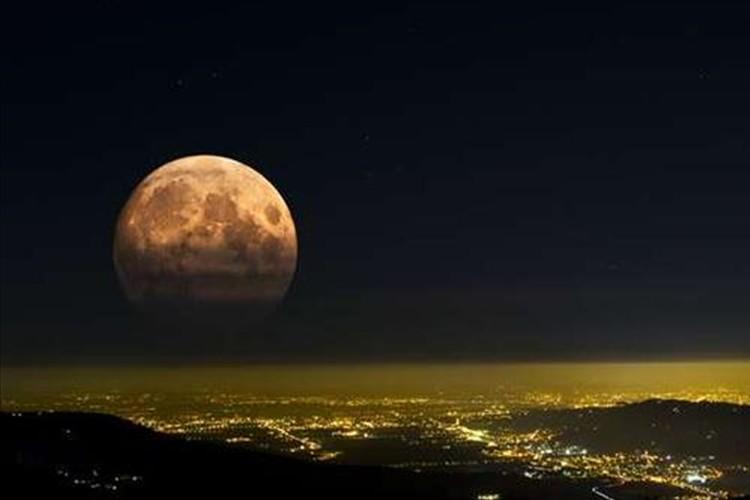 見逃せない!今年は「中秋の名月」と「スーパームーン」が連続で見られる!