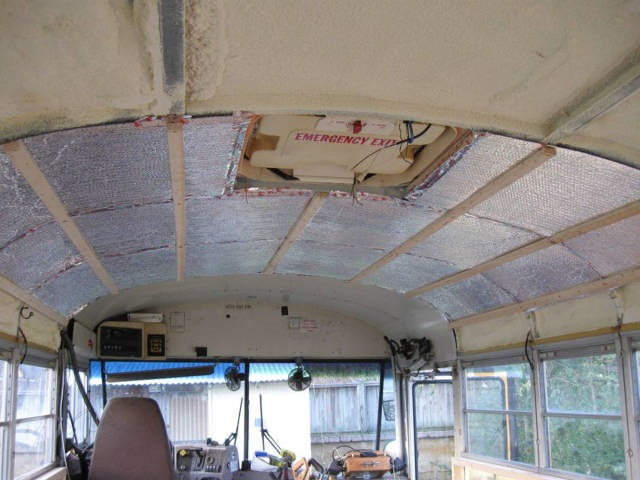 this_unused_school_bus_is_transformed_into_a_totally_awesome_motorhome_640_07_R