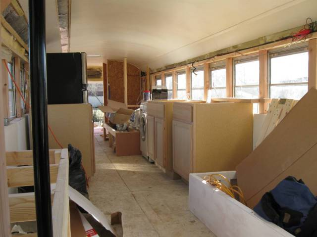 this_unused_school_bus_is_transformed_into_a_totally_awesome_motorhome_640_09