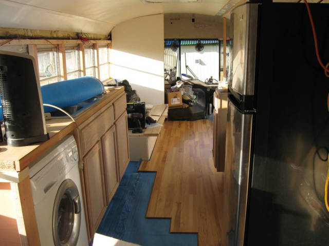 this_unused_school_bus_is_transformed_into_a_totally_awesome_motorhome_640_11