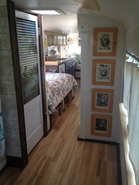 this_unused_school_bus_is_transformed_into_a_totally_awesome_motorhome_640_27