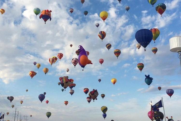 世界最大の気球祭り「アルバカーキ・バルーンフェスタ」が想像以上にスゴい!