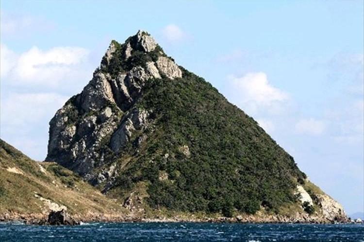新名所「トトロ岩」が長崎に出現!能登のトトロ岩とどっちがトトロかな?