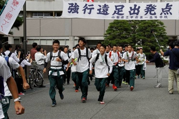 105kmを歩く日本一過酷な甲府第一高校の「強行遠足」が青春そのものと話題に!胸キュン者続出