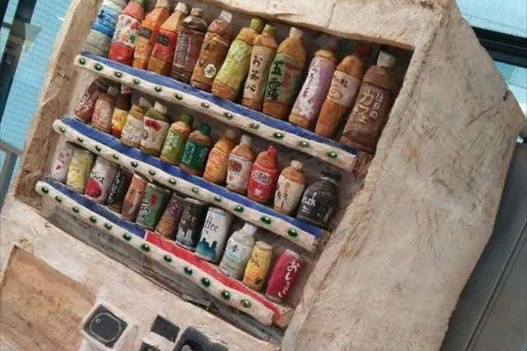 """まるで絵本の世界のよう!この自動販売機は""""木彫り""""です"""