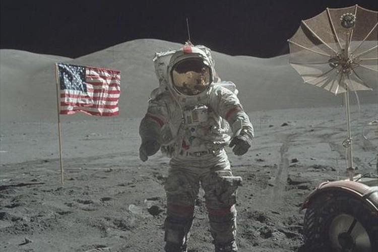 月面着陸時の様子が鮮明!アポロ計画で撮影された写真が高解像度で公開された!