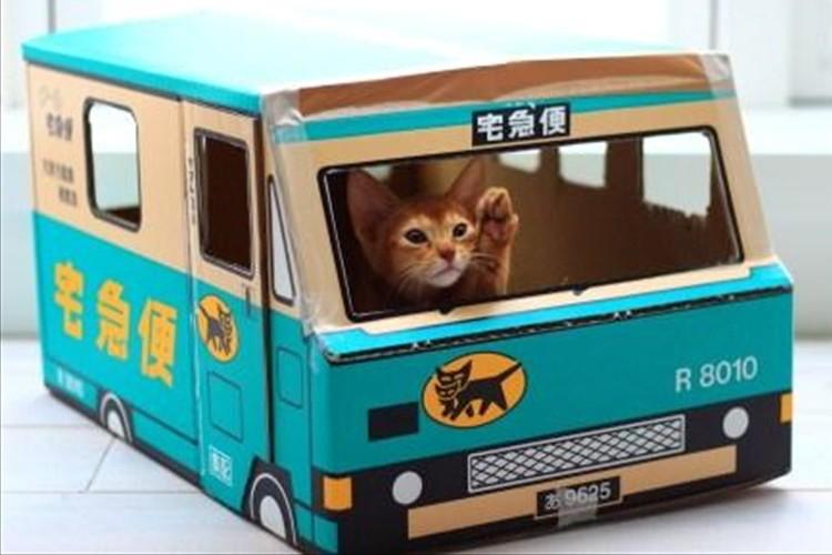 """【猫もご満悦】クロネコヤマトの段ボールで作る""""リアル猫の宅急便""""が人気爆発中!"""