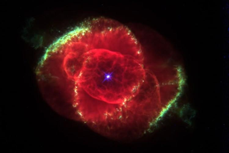 """""""星が一生を終える最期の輝き""""「惑星状星雲」が神秘的!…太陽も最期はこうなる!?"""