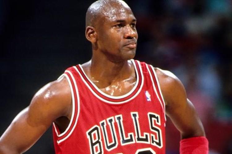 """「運命よ、そこをどけ。オレが通る」""""バスケの神""""マイケル・ジョーダン名言集&スーパープレー集"""