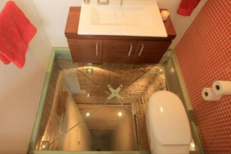 """便意がなくなる!?""""世界一怖いトイレ""""はビルの15階にあり45m下を見下ろせる"""