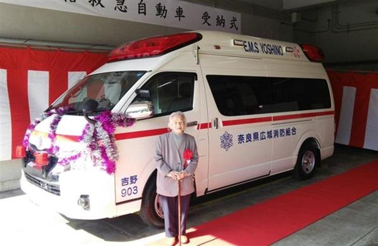 「お世話になったお礼です」93歳のおばあちゃんが2700万円相当の救急車を寄贈!