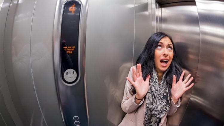 エレベーターが落下したときに地面に落ちる瞬間ジャンプしてはダメだと判明