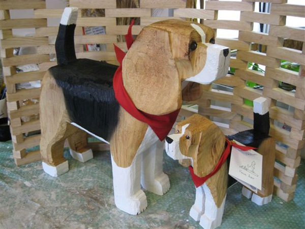 beagle-large-small-standing_jpgr