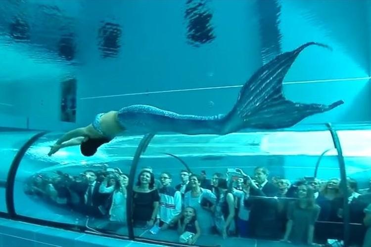 """【動画】""""世界一深いプール""""は「人魚ショー」世界一煌びやかだった"""