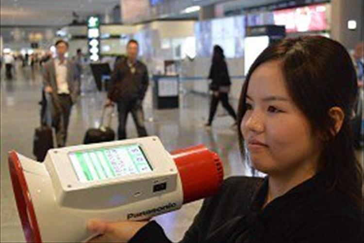 メガホンでしゃべると多言語に翻訳!「メガホンヤク」が成田空港に世界初登場!