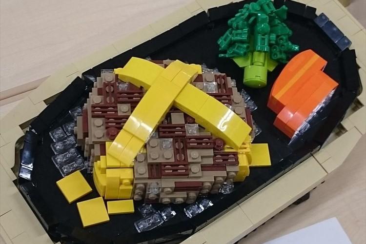 """肉汁まで再現!東大「レゴ部」が""""レゴで作ったチーズハンバーグ""""が傑作だと話題に!"""