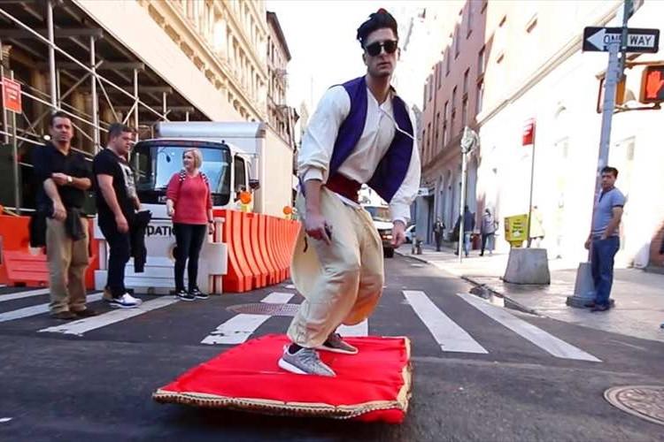 【アラジン】魔法のじゅうたんでニューヨークの街を走る!