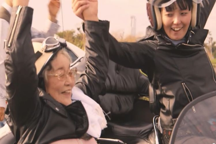 「バイクに乗って風を感じたい!」93歳のおばあちゃんの夢を叶えた孫の熱い想いに感動!