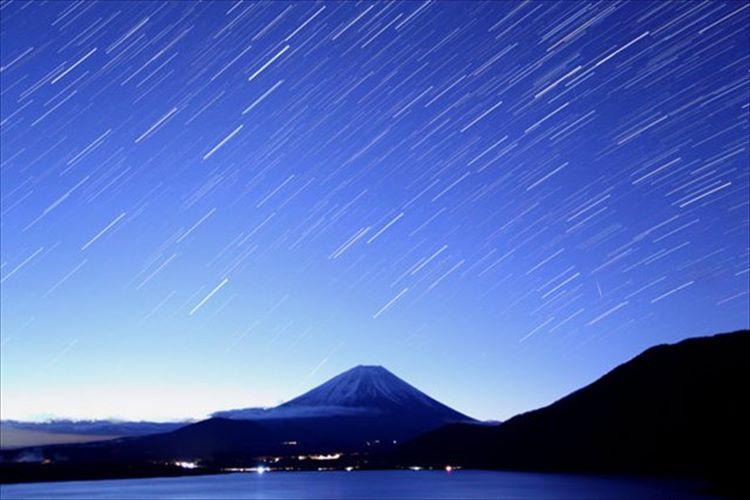 夜空を彩る赤い流星!1年に1度しか見れないしし座流星群が今年もやってきた!
