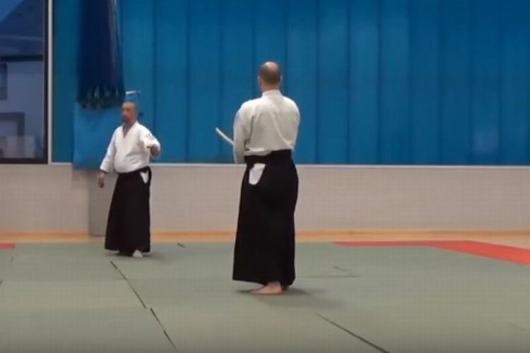 """合気道の達人が教える""""日本刀を持った相手""""への唯一の対処法がスゴい!"""