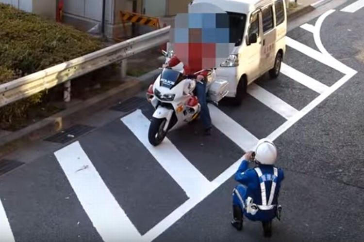 「白バイに乗って記念撮影して良いですか?」警察官のイメージが変わる対応が話題に!