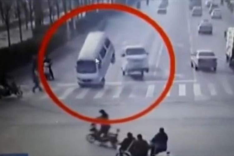 【動画】走行中の車がいきなり宙にふわっと浮いた!中国で起きた謎の現象が話題に!