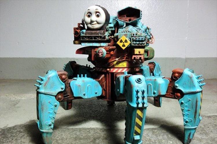ラジコンと玩具を改造!「多脚機関戦車トーマス」のクオリティがスゴすぎると話題に!