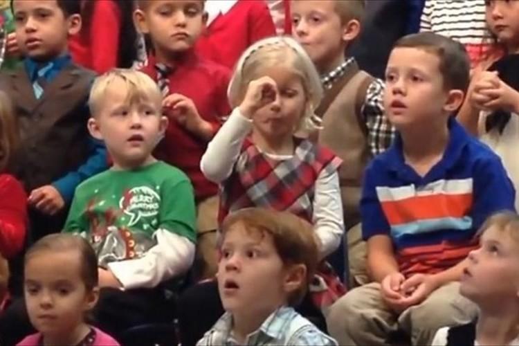 「パパ、ママ、見ててね!」合唱でひとりだけ違う振り付けの少女…その理由に涙
