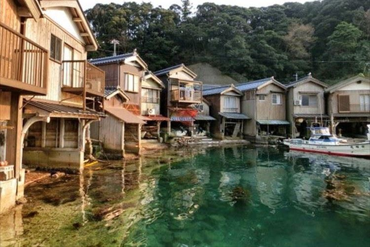 """海に寄り添う、京都「伊根の舟屋」が""""日本にあるヴェネツィア""""だと海外で話題に!"""