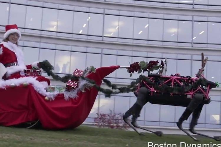 サンタの相棒であるトナカイがロボットに!ちょっと不気味なクリスマス動画が話題!