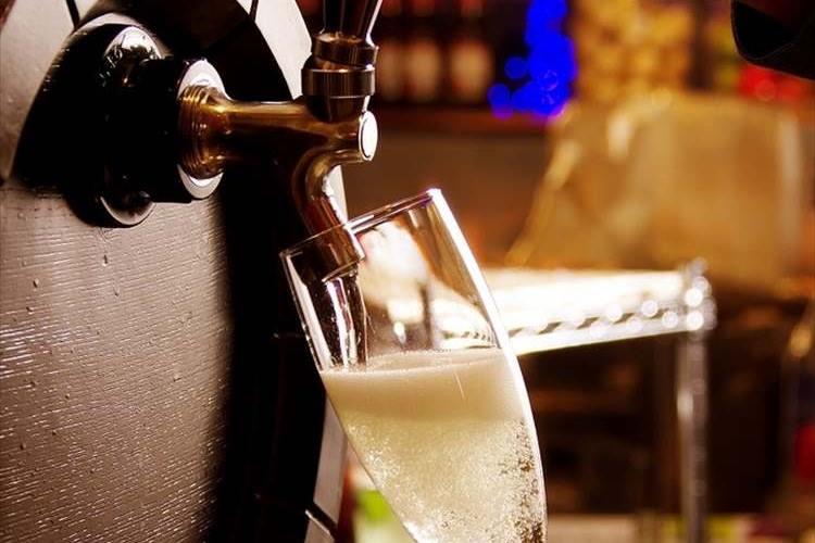 「スパークリングワイン」を「シャンパン」って呼ぶのは間違いって知ってましたか?その間違い、正さないと恥ずかしいかも!