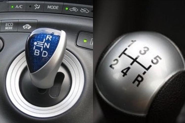 """高齢者がドライブとバックを間違えてしまうのは""""シフト""""が原因では?と話題に"""