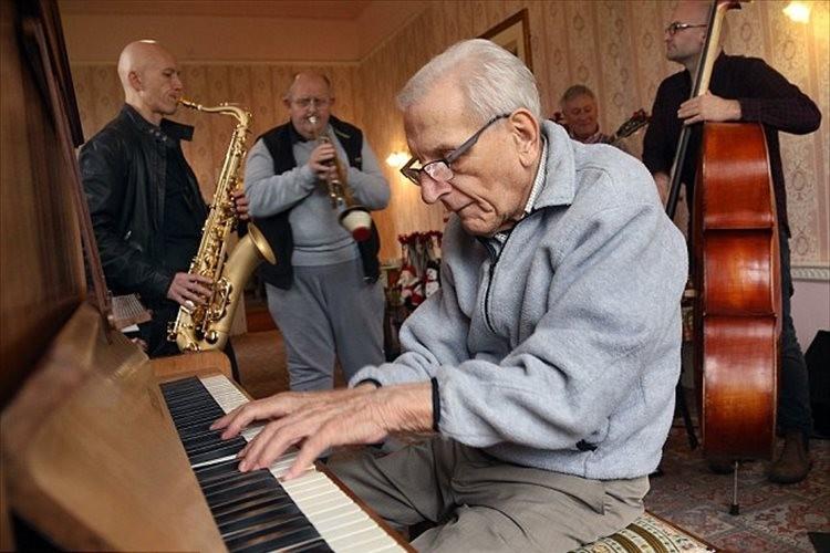 95歳の認知症の男性がジャムセッションを募集したら、まさかの展開に!
