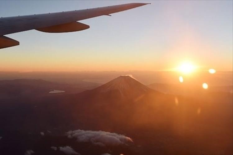 地上5000mの絶景!JALが「初日の出フライト」…初日の出と初富士を鑑賞!
