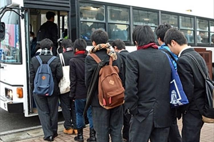 """なぜ?秋田の男子高校生は""""どんなに寒くてもコートを着ない""""というツイートが話題に!"""