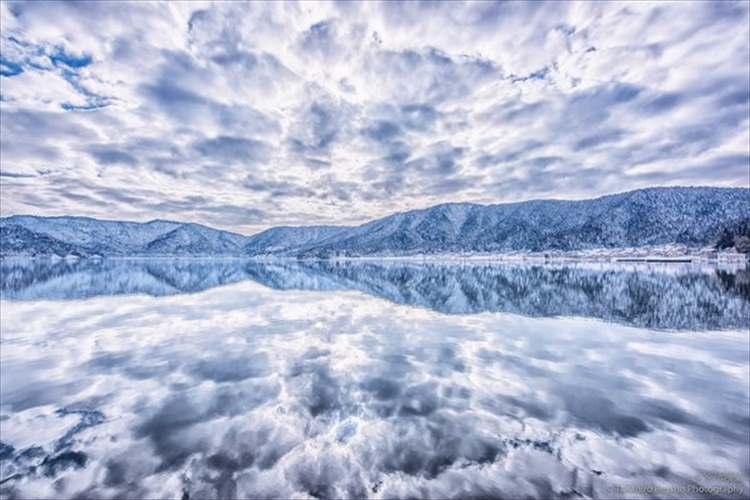 「世界よ、これが日本のウユニだ」滋賀県にある余呉湖で撮影された写真が吸い込まれそうな美しさと話題に!